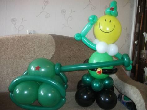 солдат с танком из шаров